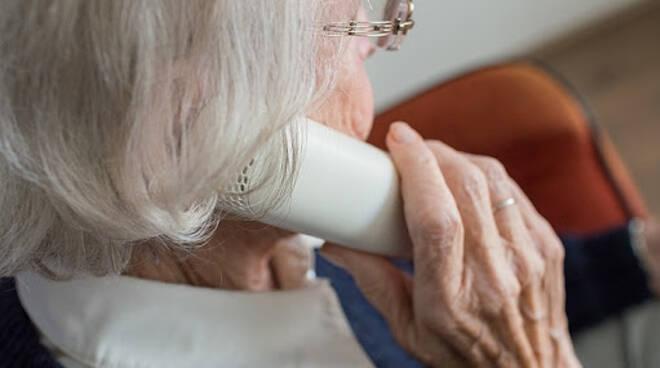 anziano telefonata truffa