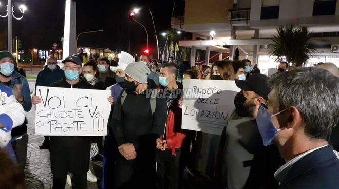 protesta commercianti marina di carrara