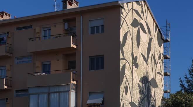 Il murale di Tellas, Fabio Schirru, a Marina di Carrara