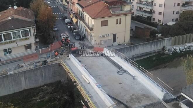 Il ponte di via Menconi ad Avenza