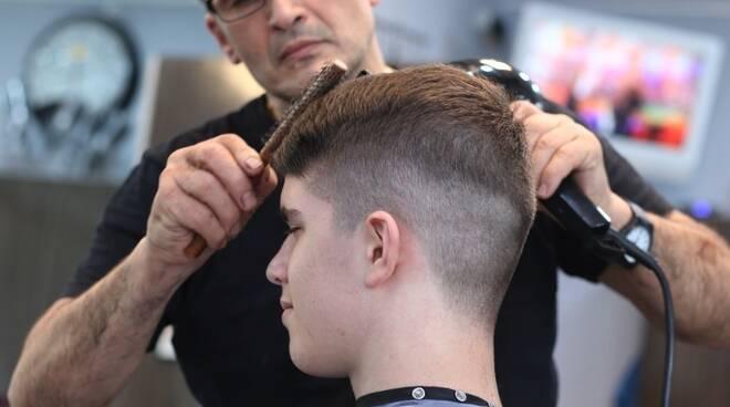 Parrucchiere, taglio capelli, barbiere, parrucchiera, acconciatura, acconciatore,