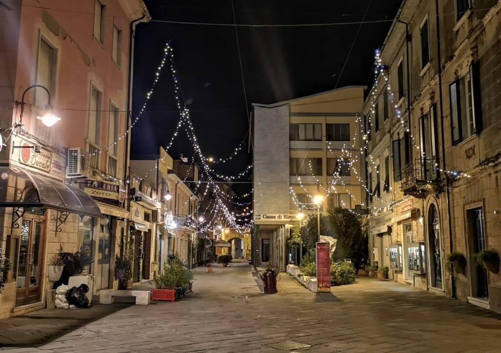 Il centro di Massa a Natale, luminarie