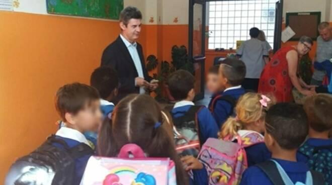 Il sindaco De Pasquale in una scuola primaria