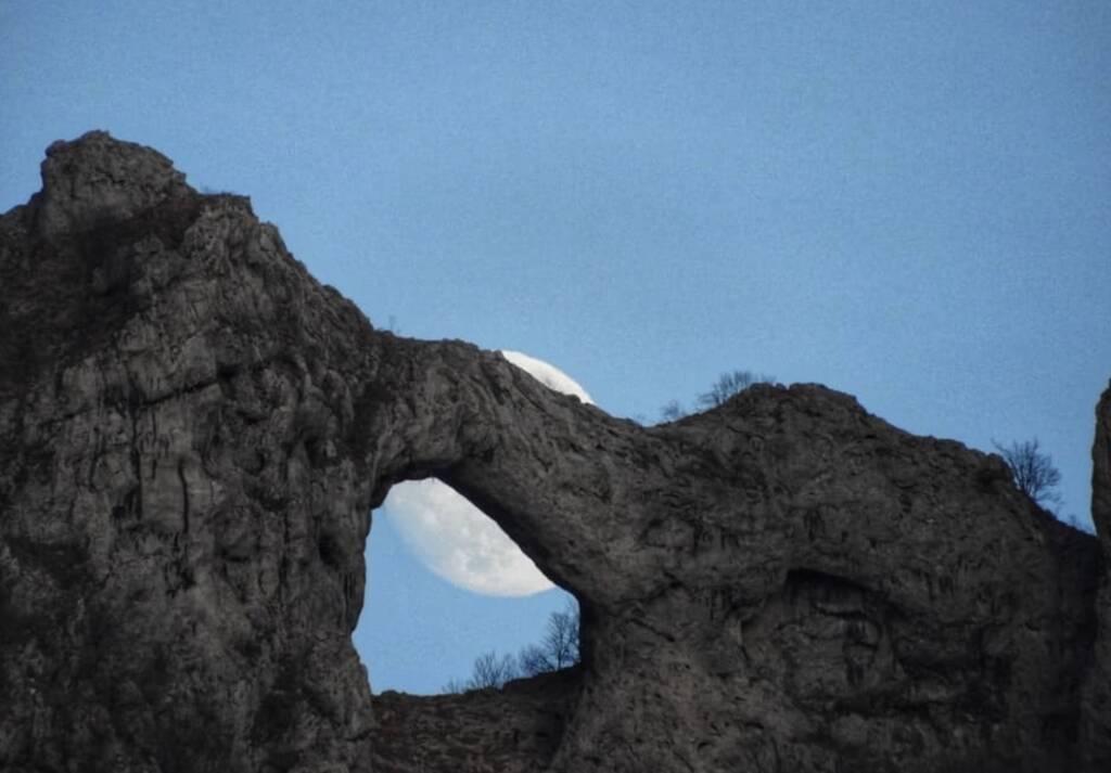 Luna monte forato apuane