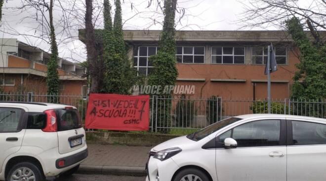 Striscione scuole