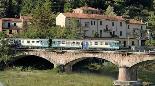 ferrovia pontremolese treno aulla fortezza brunella