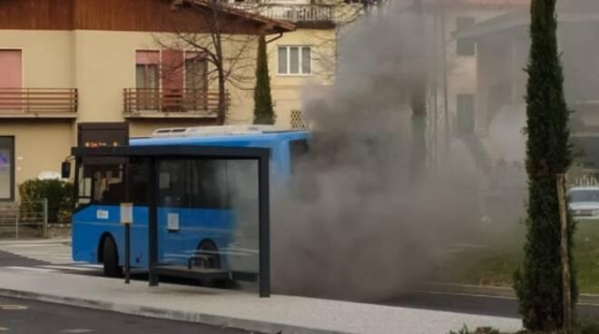 Incendio bus a Fivizzano