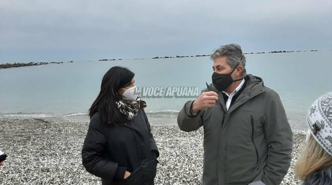 L'assessore all'ambiente della Toscana fa visita nel litorale massese