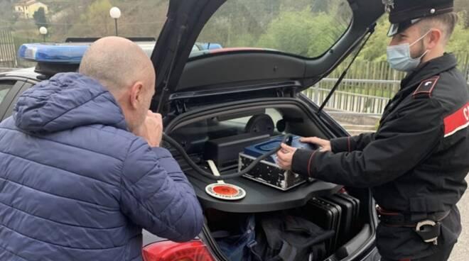 carabinieri, palloncino alcoltest alcol test guida ebbrezza controlli