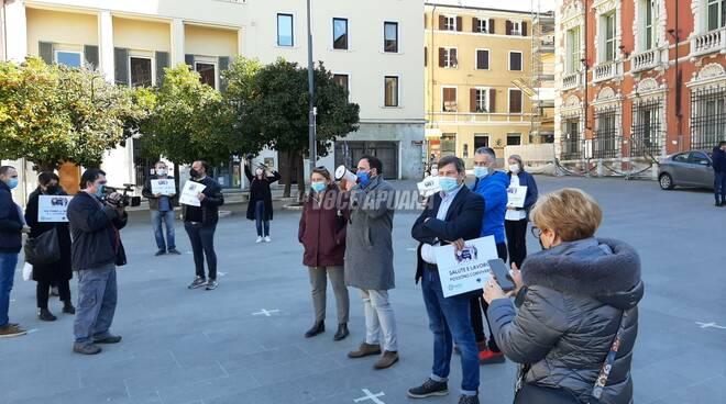 La manifestazione di Confcommercio e Confesercenti in piazza Aranci del 1 marzo 2021