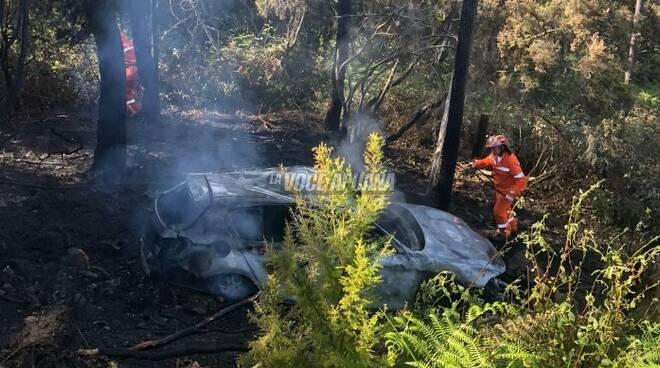 auto incidente bosco incendio