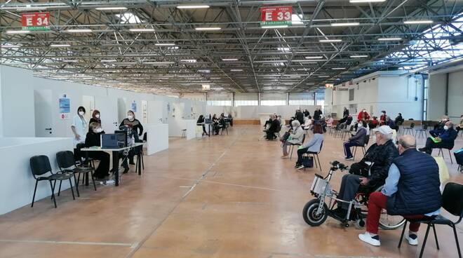 centro vaccinale carrarafiere gianni lorenzetti