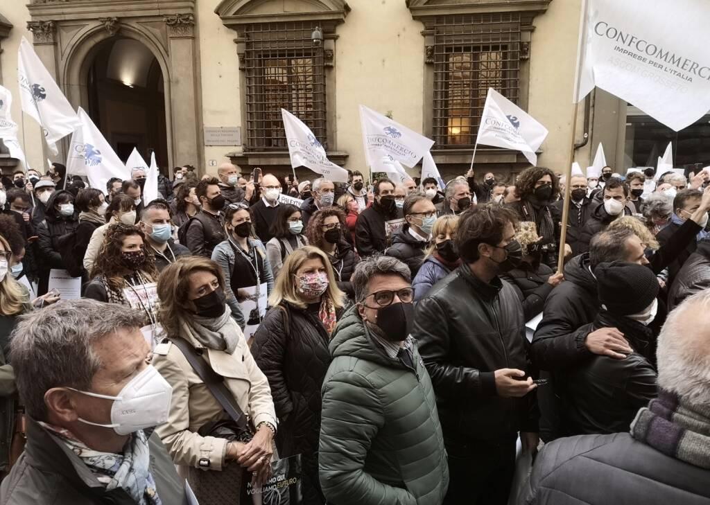 manifestazione confcommercio protesta
