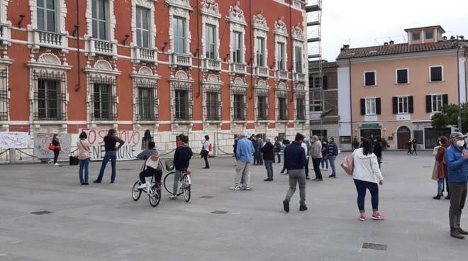 manifestazione piazza aranci palazzo ducale