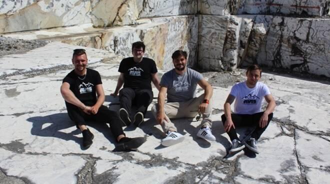 Avis Carrara presenta le nuove maglie alla Cava dei Poeti