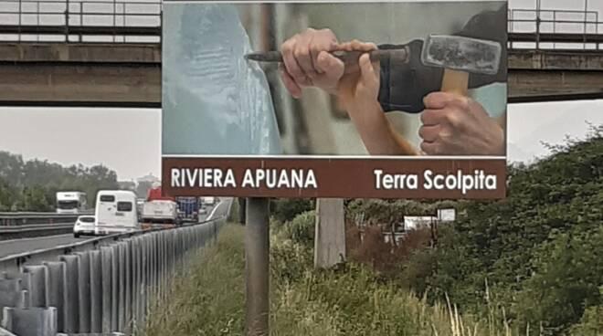 cartello autostrada riviera apuana
