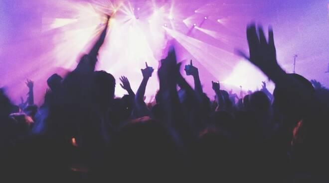 discoteca concerto ballo rave party