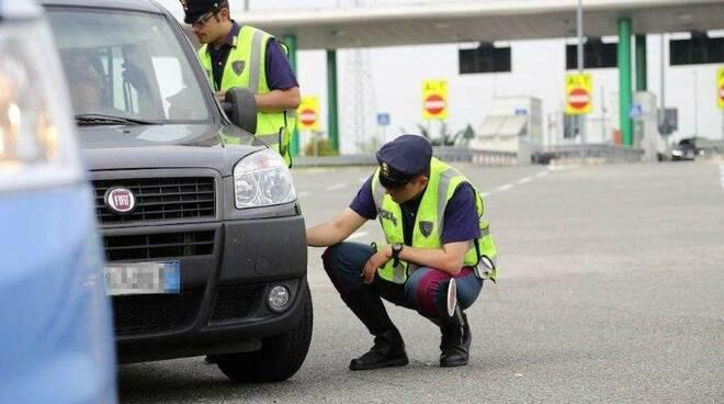 polizia controllo gomme pneumatici